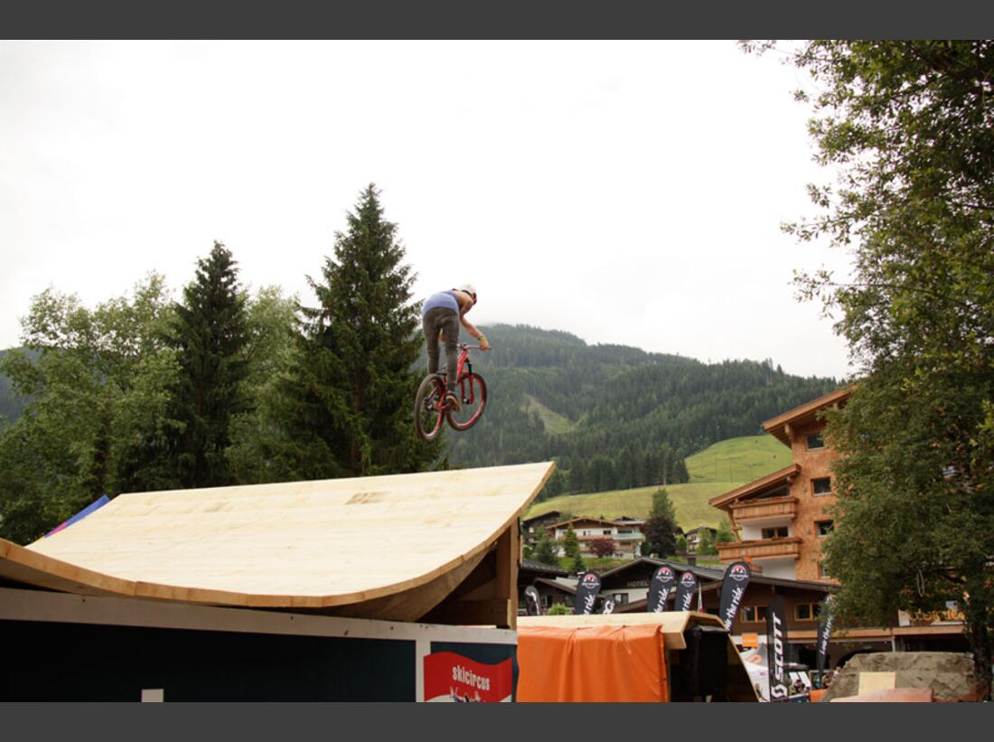 Bikes and Beats Tag 2 Impressionen: Mountainbike-Action, Musik und Festival 20