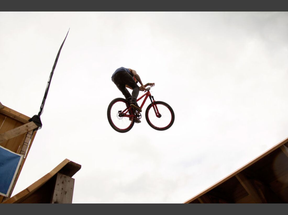 Bikes and Beats Tag 2 Impressionen: Mountainbike-Action, Musik und Festival 21