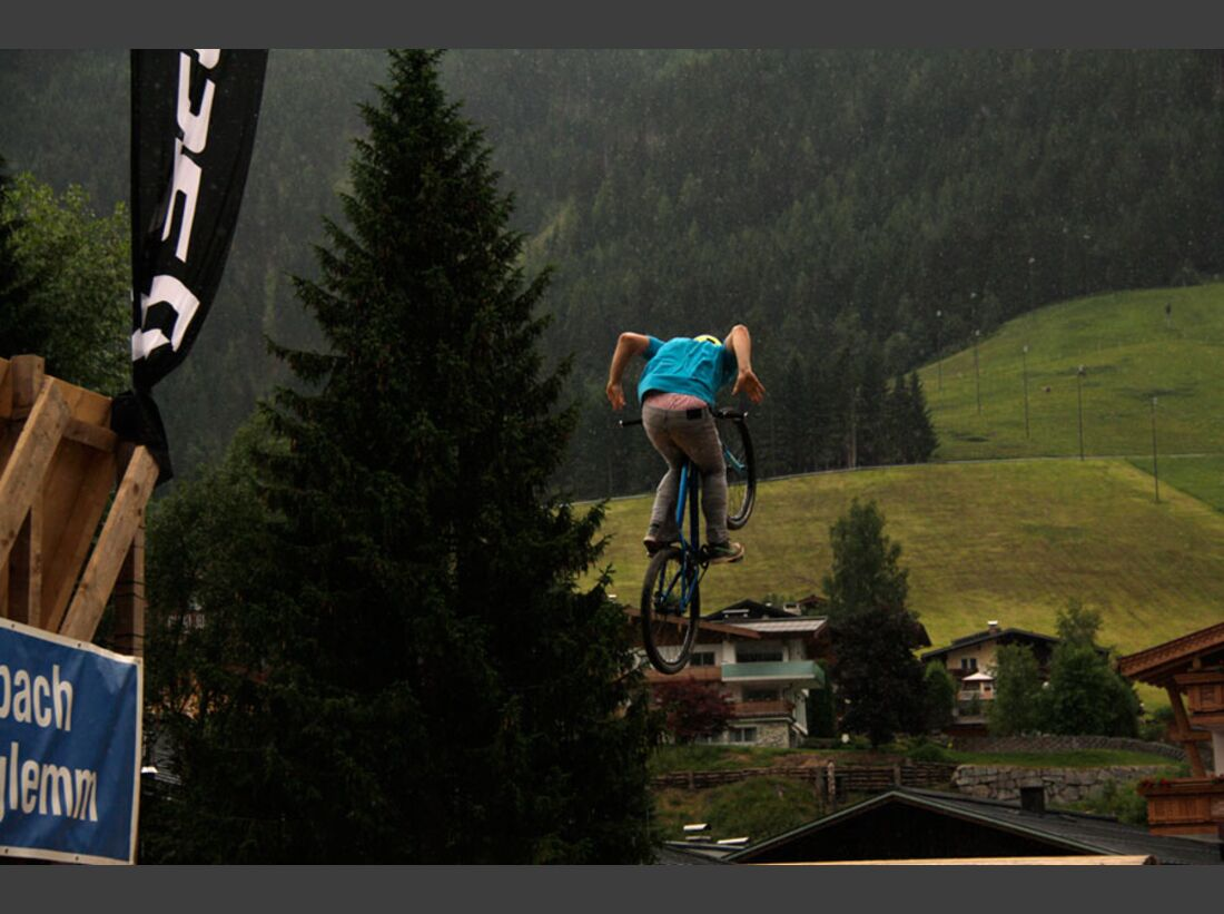 Bikes and Beats Tag 2 Impressionen: Mountainbike-Action, Musik und Festival 23