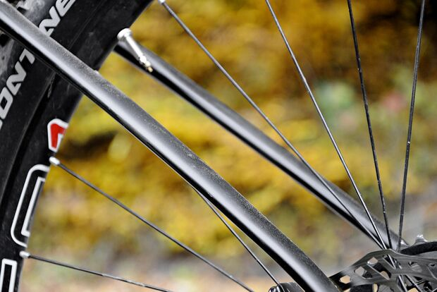 mb1215-racehardtails-detail-as-muesing-specter-9-world-cup-edition (jpg)